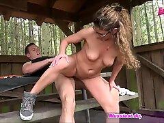 Deutsche ash-blonde d  nne mummy macht buttfuck outdoor im Wald