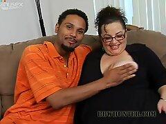 Fulgy fat mom Shianna sucks black meat pole for cum