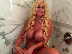 Kelley Cabbana showcases how to satiate her labia