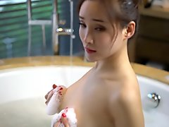 Chinese Model           Alice Zhou - Nude Shoot BTS Raw